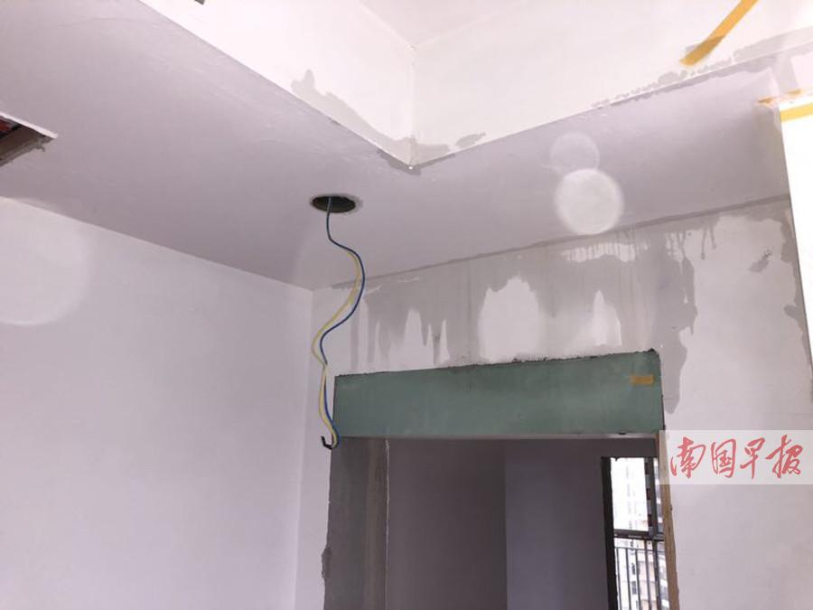 """7月16日焦点图:新房还没装修好 就成了""""水帘洞"""""""