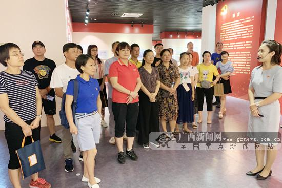 广西水上中心干部职工参观主题教育档案文献展