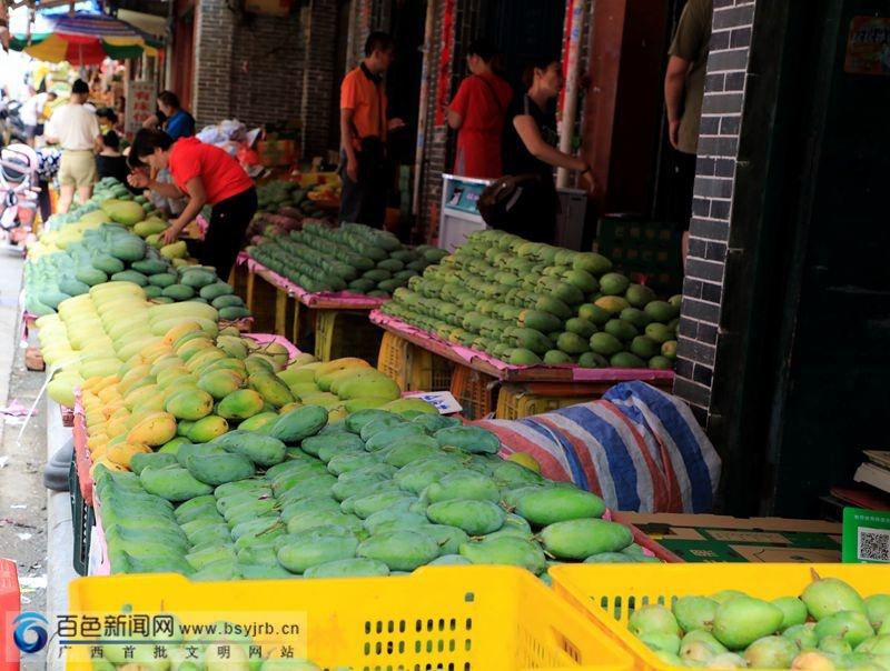 记者探访百色城芒果市场:果价偏高 桂七稳占
