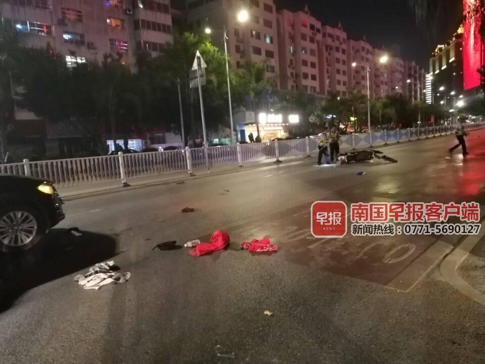 斑马线上横穿马路 南宁一男子连人带车被撞飞(图)