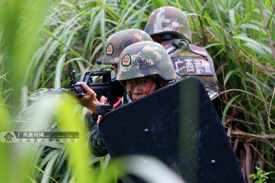 贵港:武警开展城市反恐演练 提升实战能力(组图)