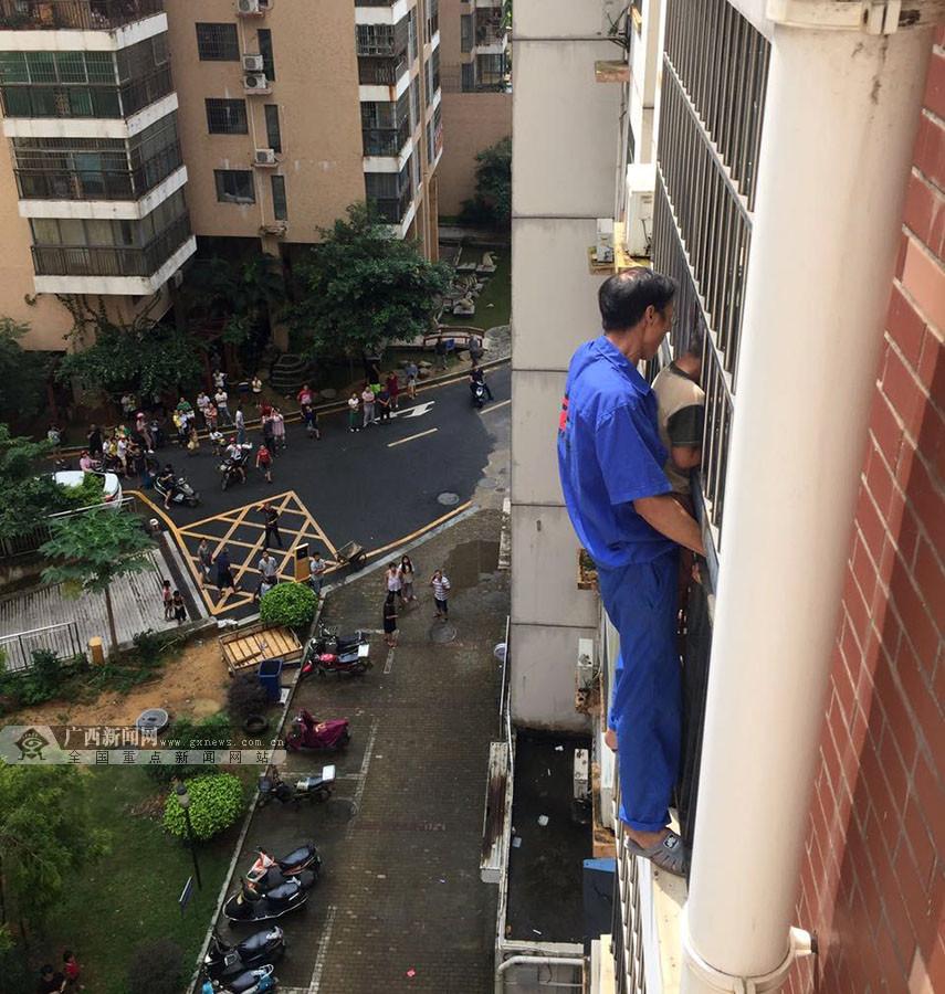 """7月31日焦点图:""""蜘蛛侠""""徒手爬高楼救人获赞"""