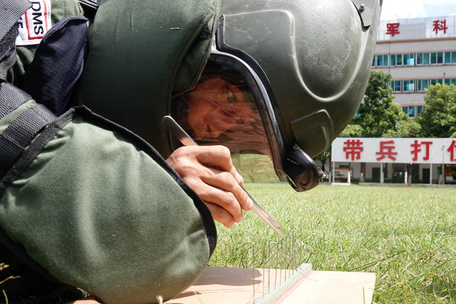 """高清图集:探秘武警排爆手的""""无声世界"""""""
