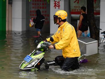 """臺風""""韋帕""""帶來強降雨"""