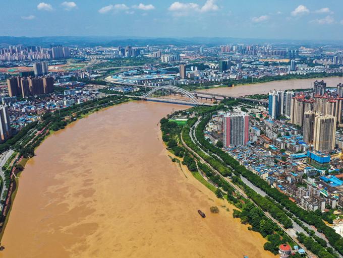 航拍:洪峰过?#24120;?#21335;宁城区河段迎来2019年最大洪水