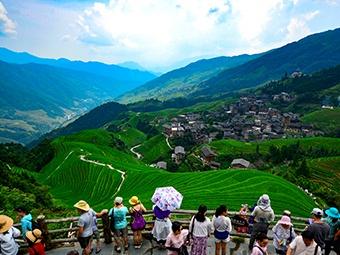 桂林龙脊梯田景区迎来暑假客流高峰(图)