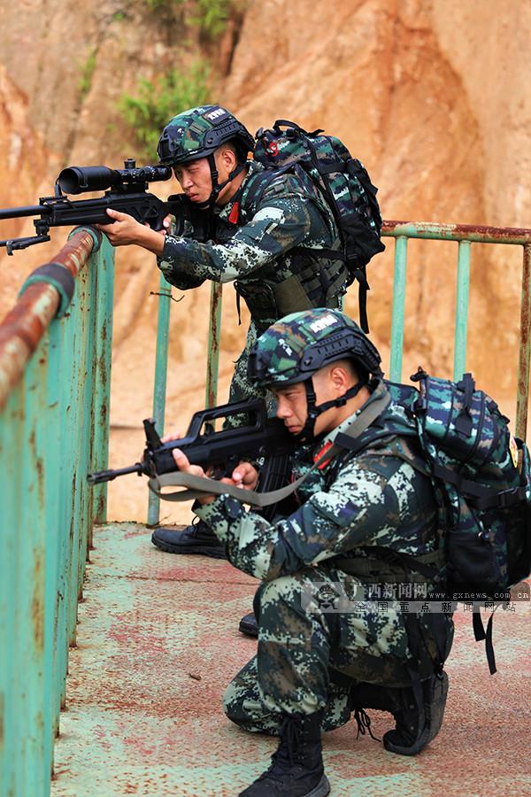 来宾:武警特战队员开展反恐实战演练(组图)