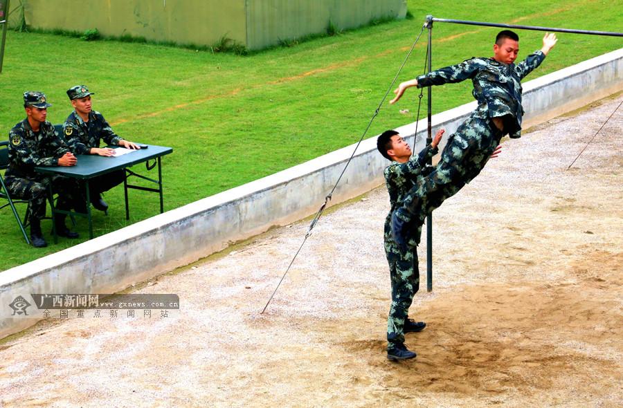 高清:拼劲十足 直击武警贵港支队士兵选晋考核