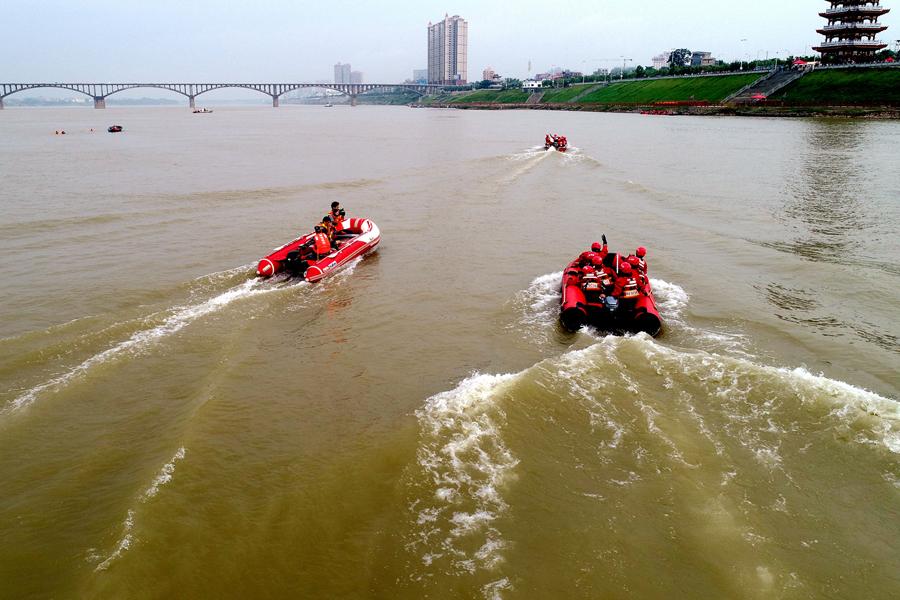 貴港舉行內河水域災害事故綜合救援實戰演練(圖)