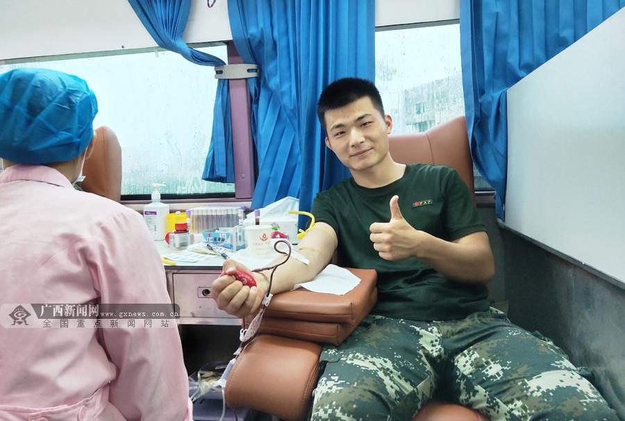 血�旄婕� 武警官兵�x�S�I血17300毫升