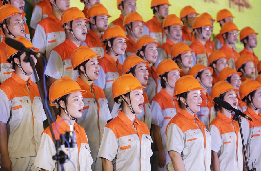 歌声嘹亮 柳城举办千人合唱比赛(组图)