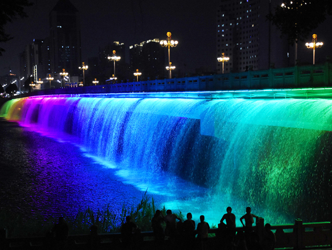 高清:灯光下的视觉盛宴 邕城夜色流光溢彩浪漫迷人