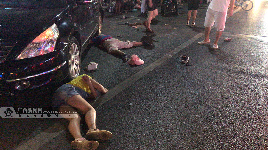 南宁东葛葛村路口车祸已造成2人死亡 3人受伤