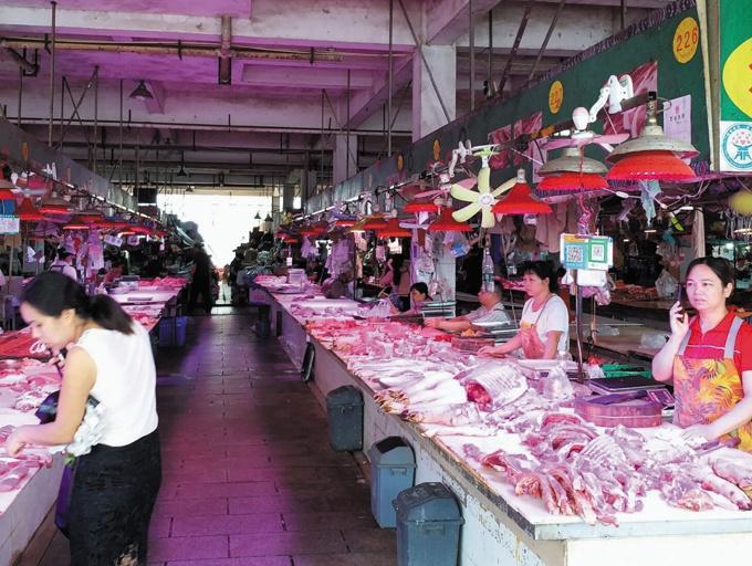 8月28日焦点图:冷鲜肉出摊遇冷 南宁人吃肉爱