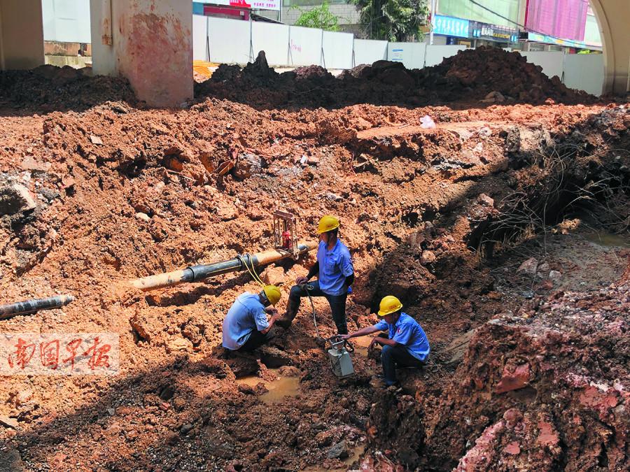 8月29日中心图:背规施工挖断管讲 上万用户被停气