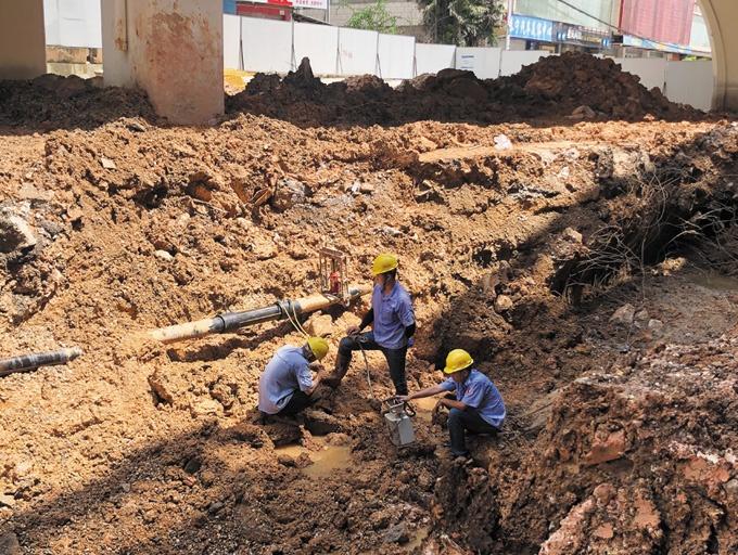8月29日焦点图:违规施工挖断管道 上万用户被停气