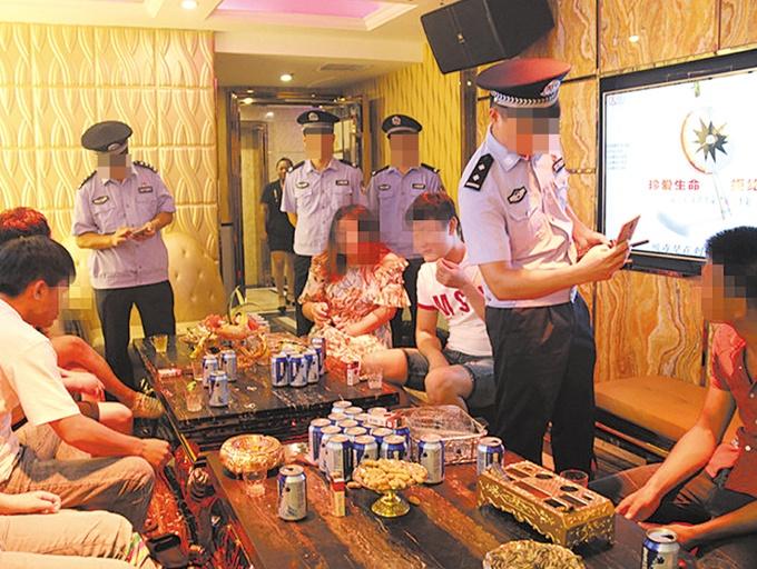 8月30日焦点图:南宁警方抓获多名涉嫌卖淫嫖娼人员