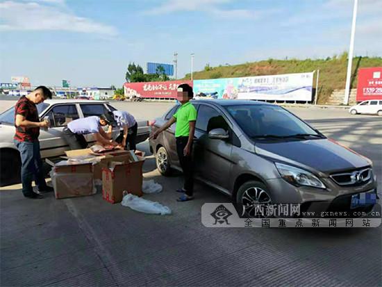 小轎車涉嫌運輸走私香煙 被高速交警當場查獲(圖)