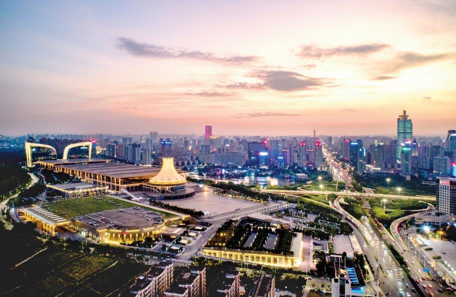 9月5日焦点图:金秋9月 南宁埌东片区美景无边