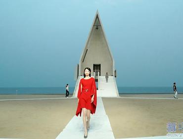 沙灘上的時裝秀