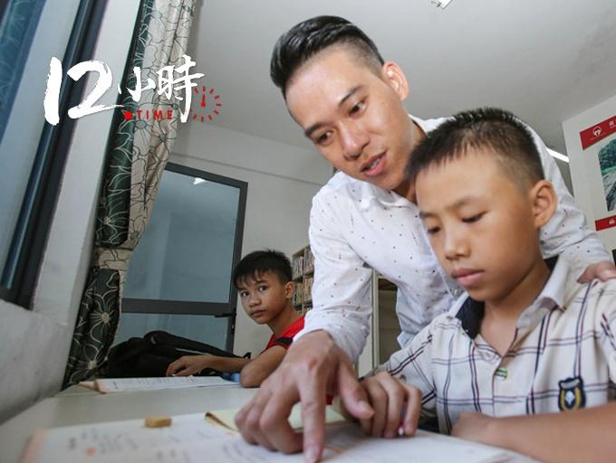 """【12小時】167名孤兒一個""""爹"""" 90后小伙辭掉高薪工作回母校當生活老師"""