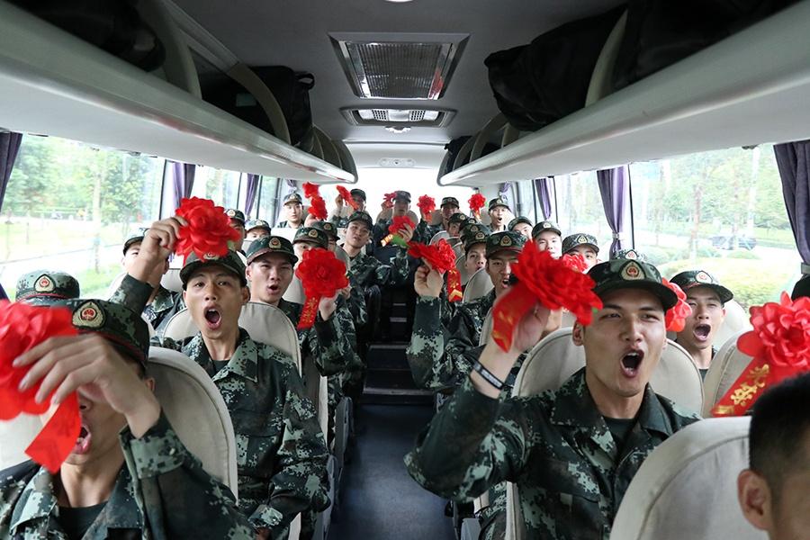 初体验,一辈子 他们正式迈出了军旅生涯的第一步
