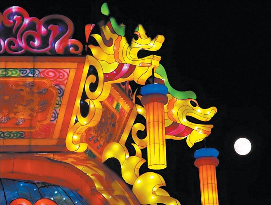 高清图集:八月十五月圆夜 流光溢彩扮邕城