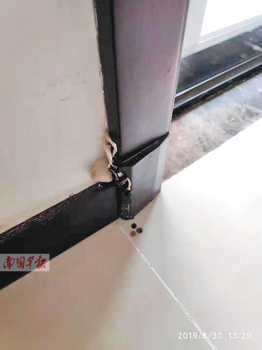 9月15日焦点图:南宁一小区交房时门框长出蘑菇