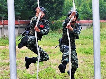 来宾:武警特战队员掀起练兵热潮(组图)