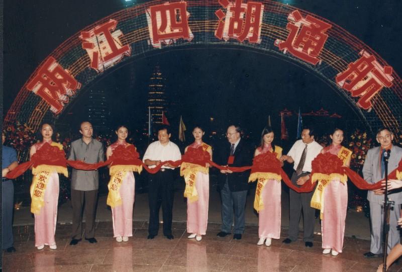 2002年两江四湖正式通航 实现第一次船游桂林城