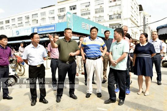 大化率团到南宁淡村市场开辟扶贫产品销售新领域