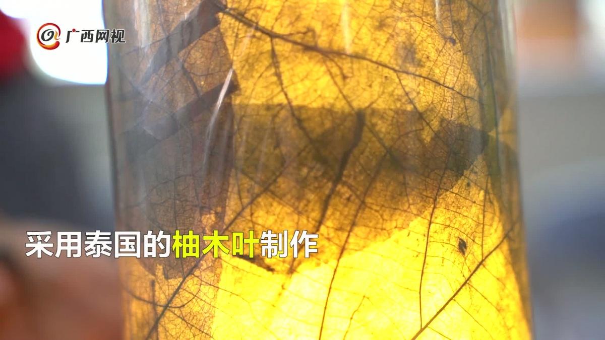 60秒看东博会之奇趣:用树叶做成的箱包