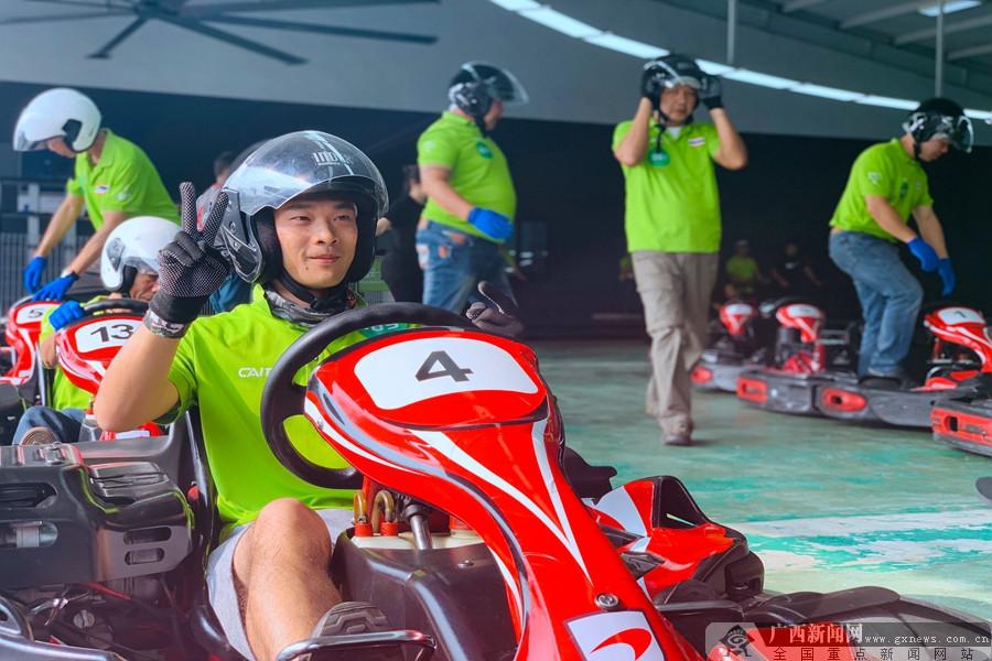 拉力赛车队穿行马来西亚集结友谊 激情拉力