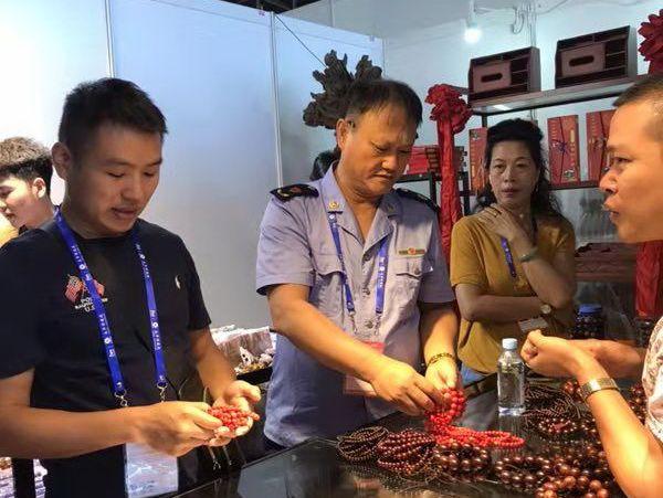 自治区市场监管局组织联合执法维护东博会良好秩序