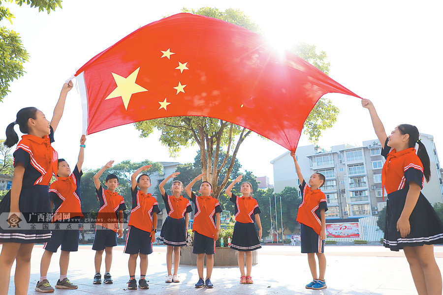 9月29日焦点图:广西各地举行活动为祖国庆生