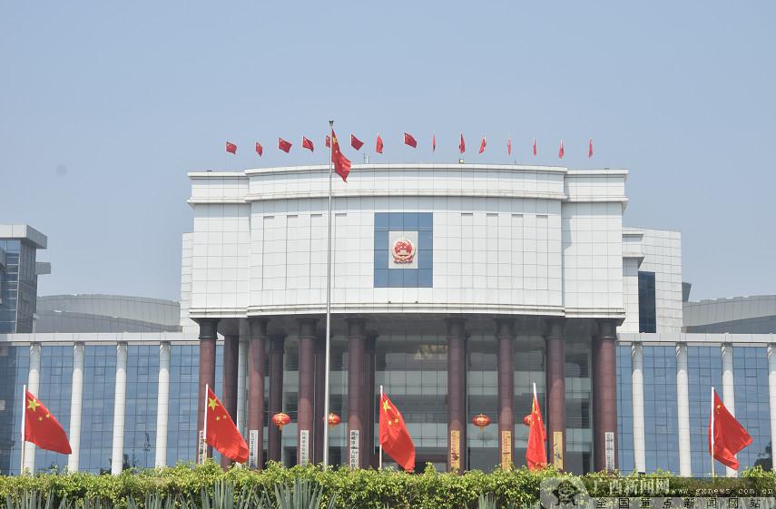 防城港大街小巷洋溢新中国成立70周年喜庆气息