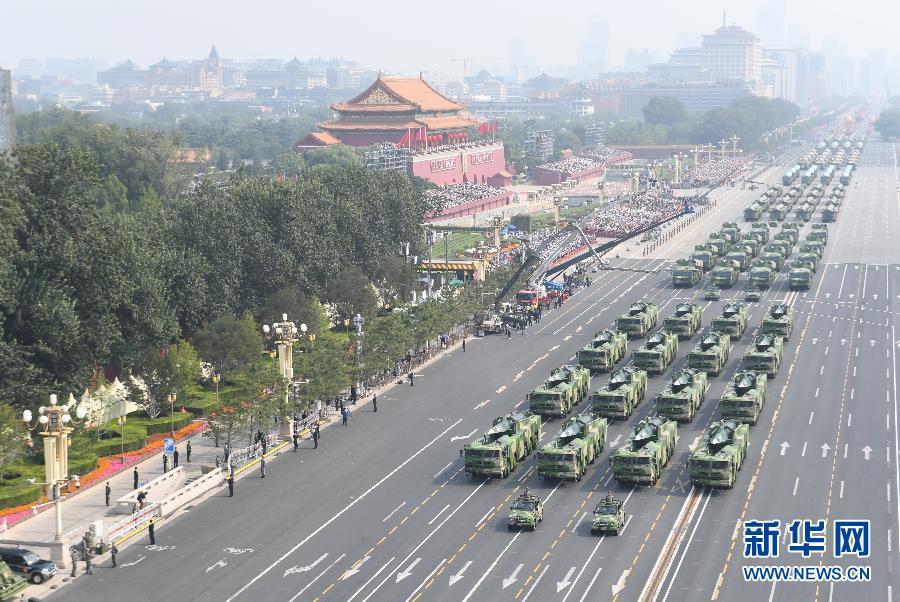铁流滚滚,向着胜利的方向――国庆70周年阅兵装备方队受阅侧记