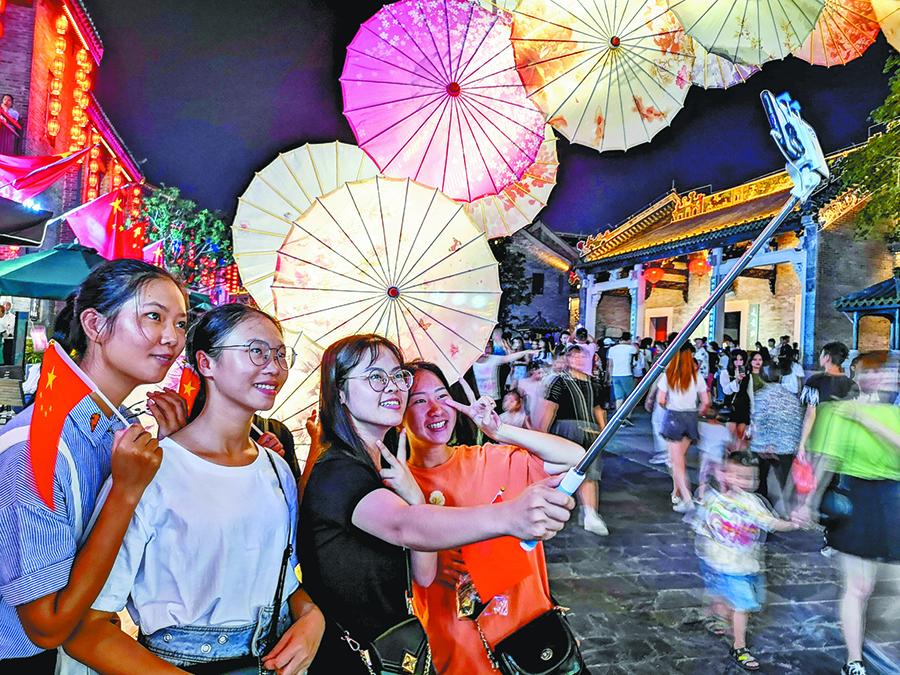 10月3日焦点图:广西各大景区客流渐增多