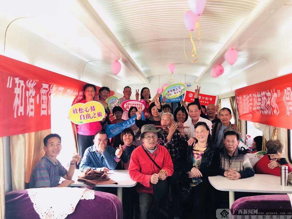 组图:广西开行2趟至内蒙古额济纳旅游专列