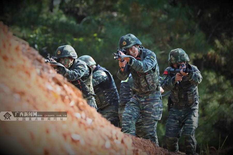 高清:密林奇袭!直击武警特战队员捕歼战斗现场