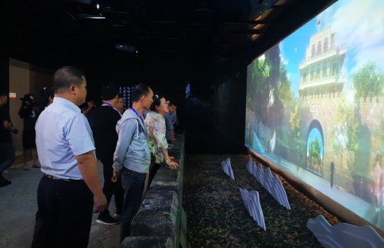 华文媒体采访团参观凭祥规划展览馆 记者们表示:震撼人心!