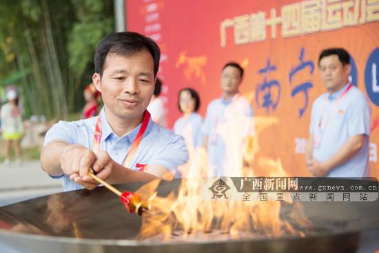 广西第十四届运动会火炬传递仪式走进马山县举行