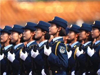10月23日焦点图:国庆阅兵女兵方队里有个广西妹