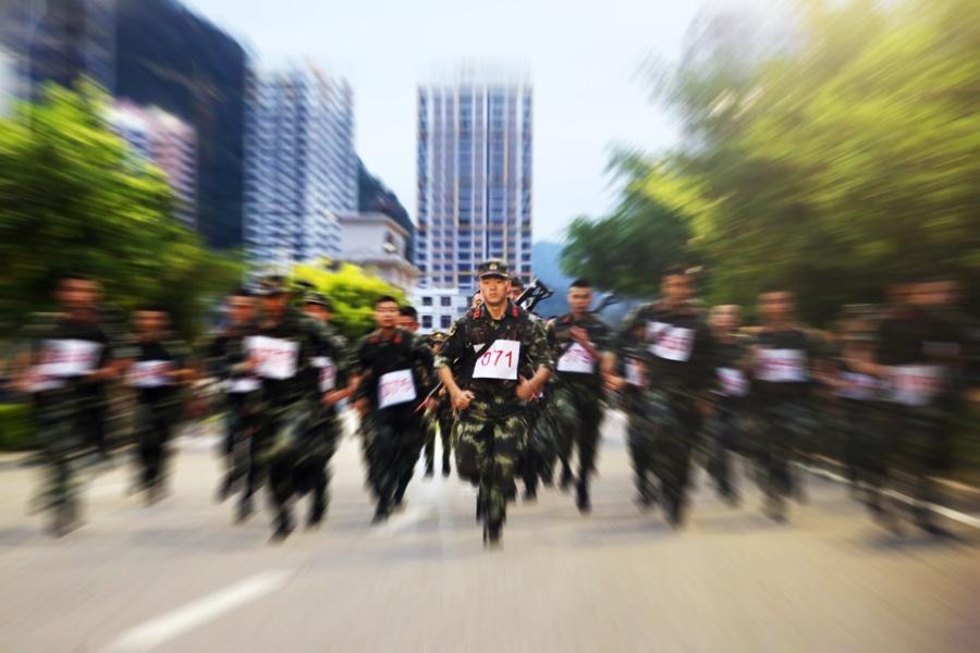 高清:武警官兵练兵场上角逐竞技亮绝活