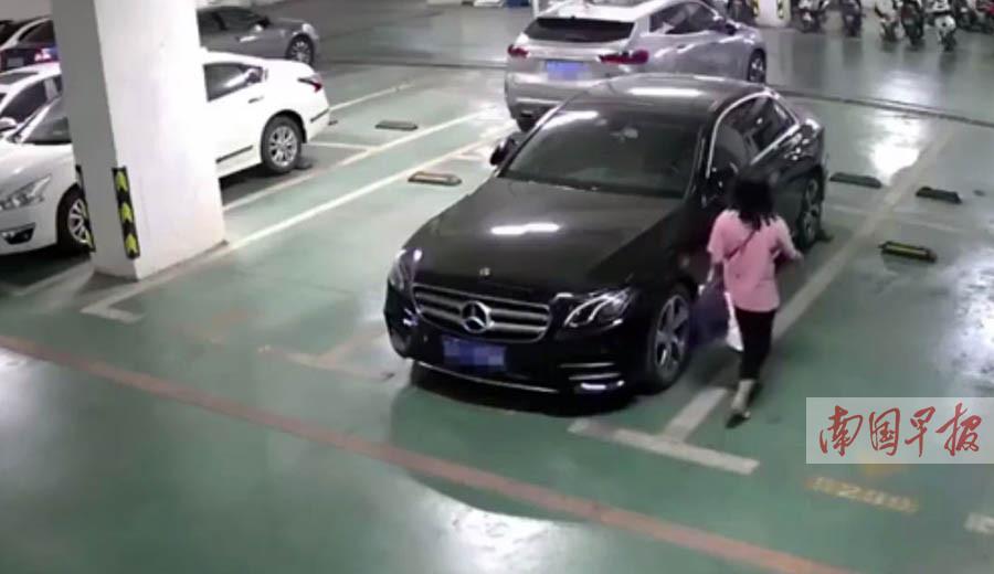 """10月29日焦点图:神秘女子称""""刮到车""""留下电话却打不通"""
