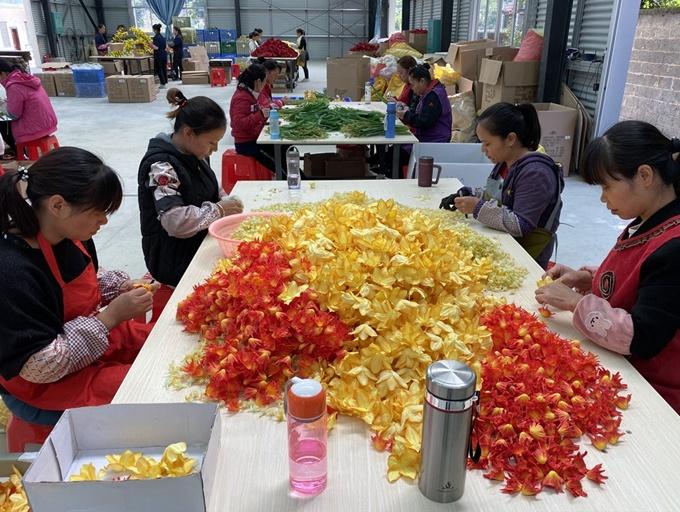 上林县:盘活闲置土地 扎实开展扶贫车间助增收