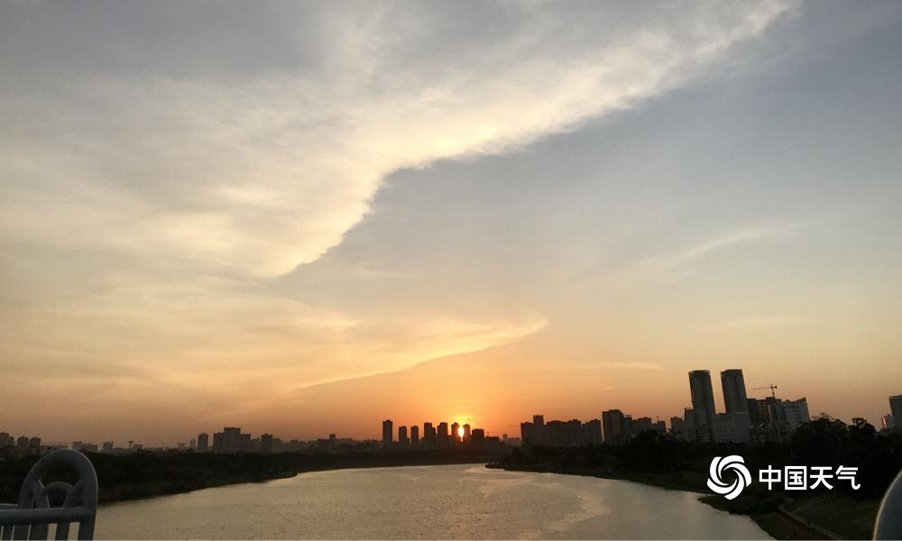 南寧:秋高氣爽 天空如畫(組圖)