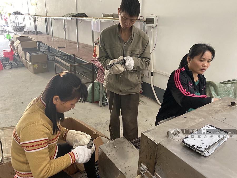 高清组图:隆安县扶贫车间助贫困户稳定增收