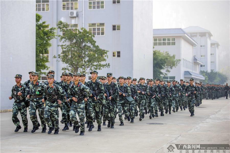 广西:枪支初体验 武警新兵开展首次射击预习训练