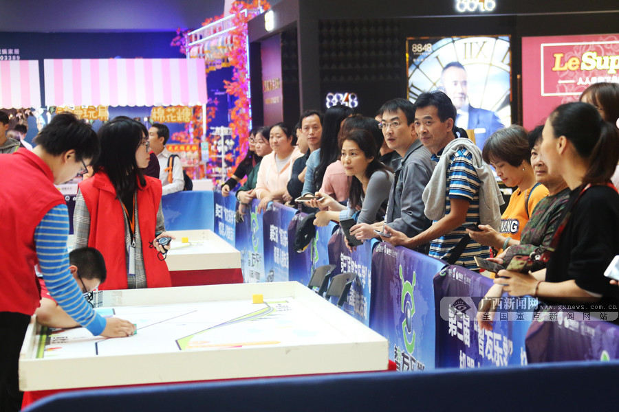 """第三届""""智友乐学杯""""机器人竞技活动在南宁举行"""